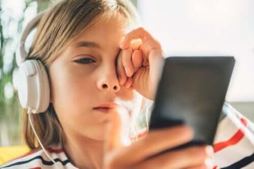 3 tips för att hantera digital stress hos barn och tonåringar