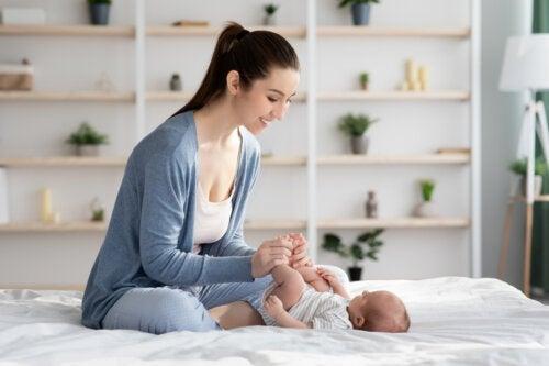 Massage för att lindra spädbarnskolik: steg för steg