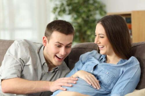 Varför barn rör sig i livmodern