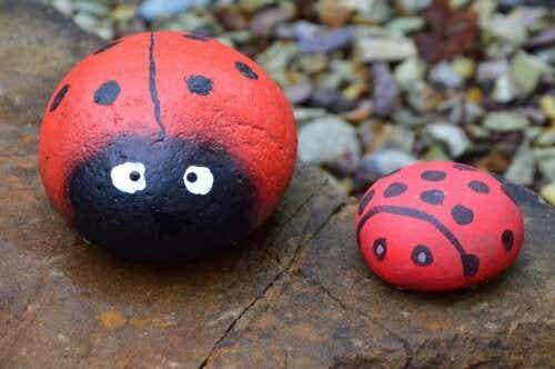 5 hantverk med målade stenar